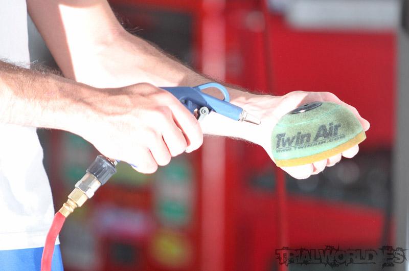 limpieza filtro del aire en moto