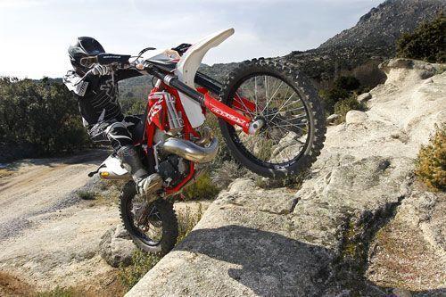 trial con moto de enduro