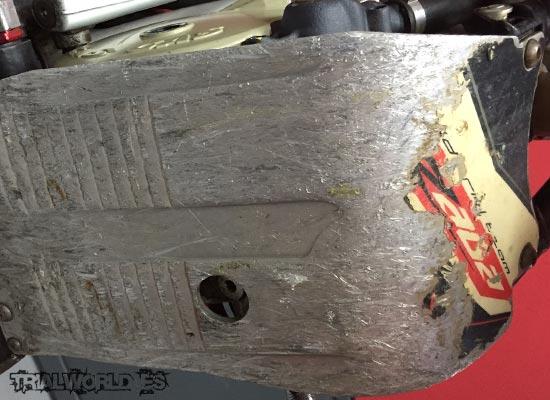 Cubrecarter moto trial con desgaste