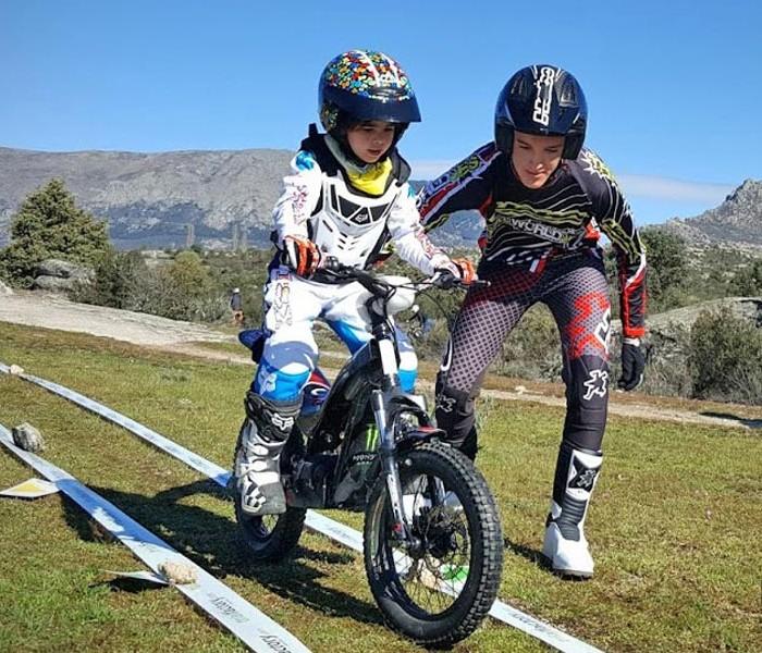 Gran éxito del curso de trial de Trialworld en Cabanillas de la Sierra