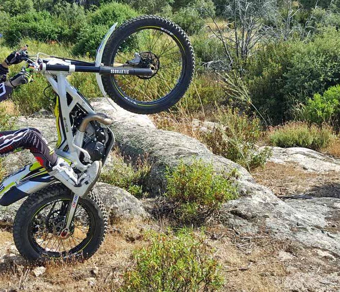 Cómo arrancar una moto de Trial al empujón | VIDEO