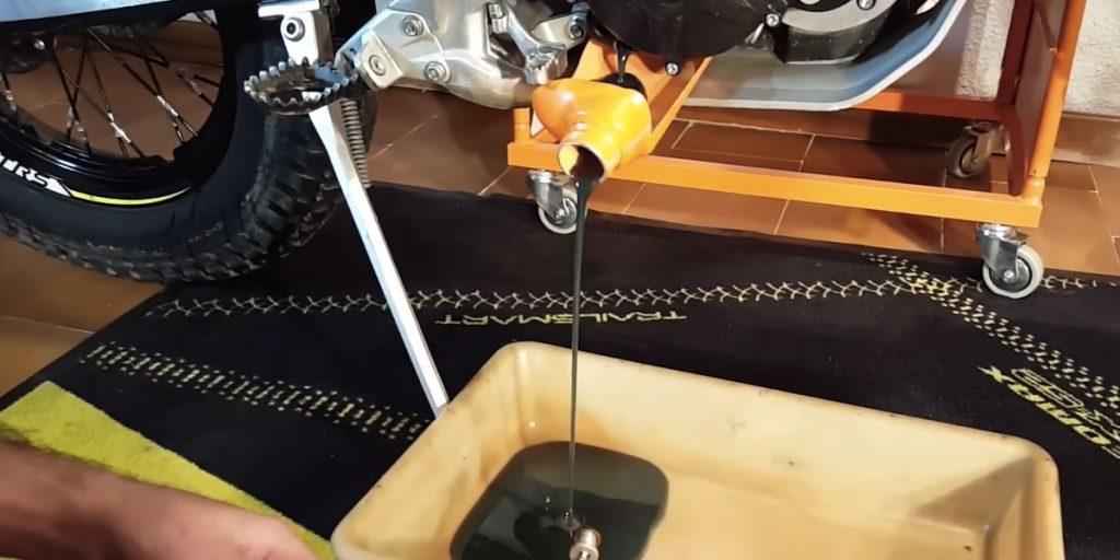 cambio aceite moto trial