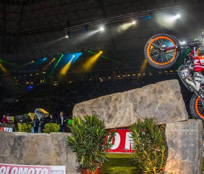 Contundente victoria de Toni Bou en el X-Trial de Barcelona