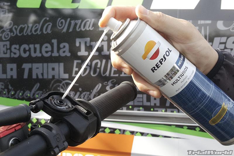 lubricar-engrase-moto-trial-acelerador