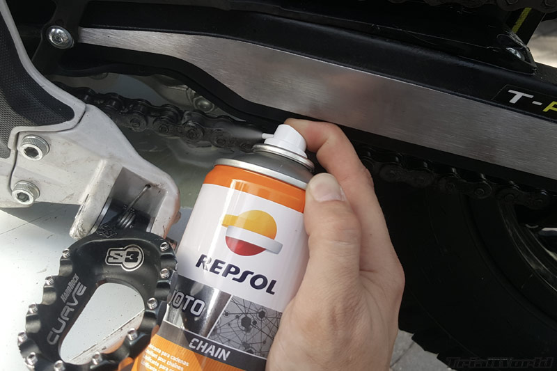 lubricar-engrase-moto-trial-cadena