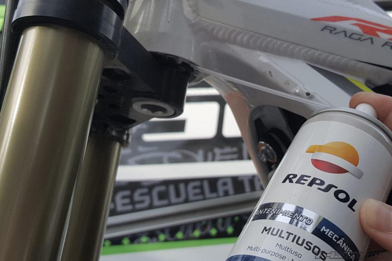 lubricar-engrase-moto-trial-direccion