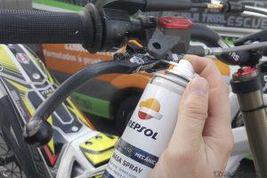 engrase manetas moto de trial