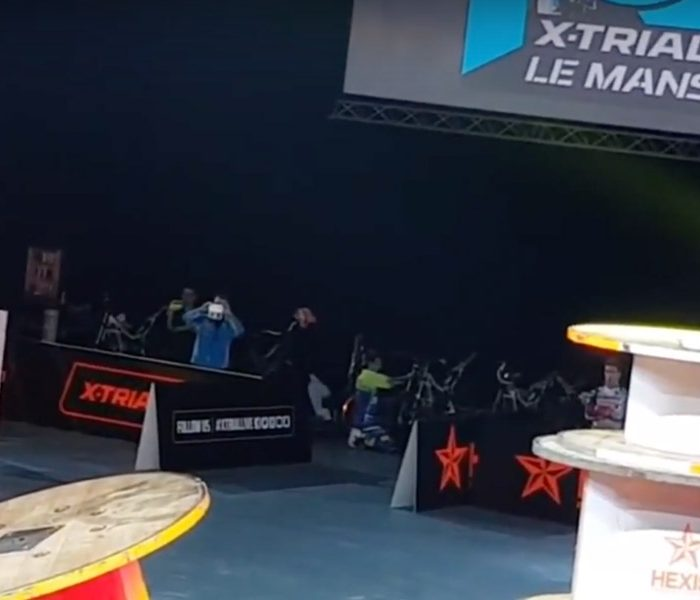 VIDEO | Toni Bou intentó seguir en carrera con 3 vértebras fracturadas
